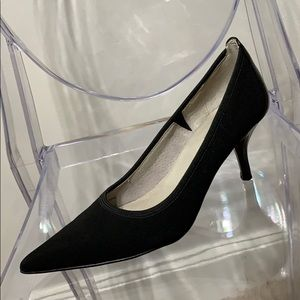 TAHARI | 6 | black fabric pointy toe pumps